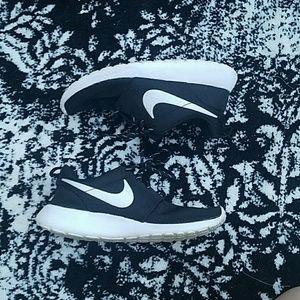 Nike roshe 1's